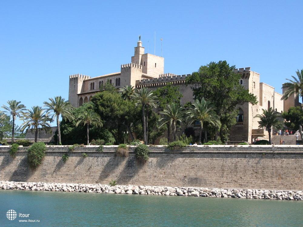 Palma de Mallorca - дворец Альмудайна