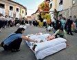 Эль Колачо или прыжки через младенцев