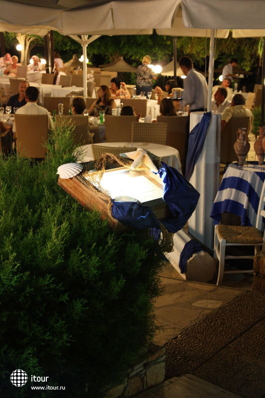 Ужин в ресторане отеля (все очень прилично). Июль 2009