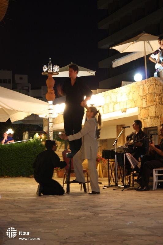 Шоу во время ужина. Июль 2009