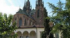 Епископский двор
