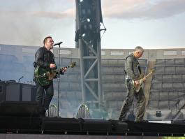 U2 на концерте в Дублине