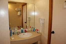 Dolmen Resort Malta bathroom