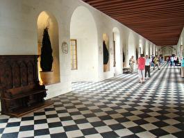 дворцовые коридоры над Лаурой