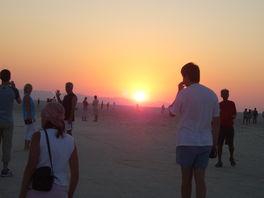 Восход солнца в пустыне