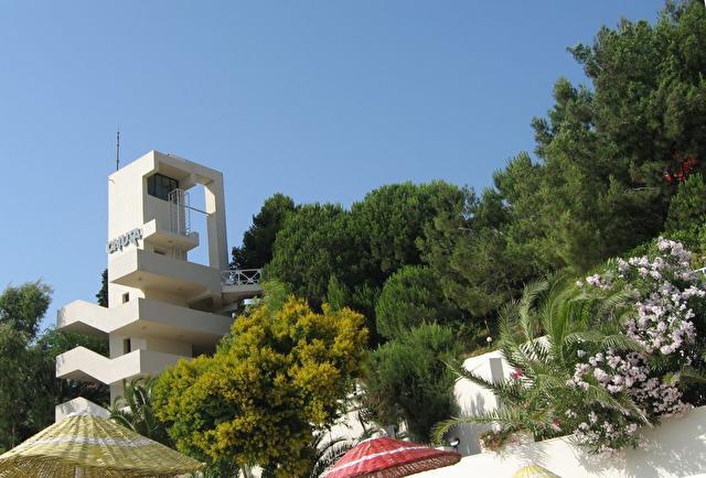ONURA, Лифт и лестница на пляж
