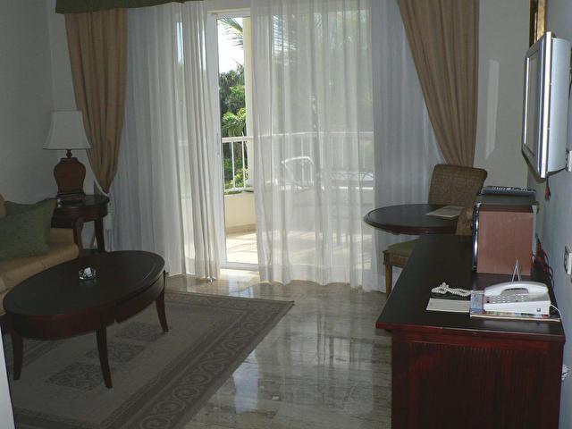гостиная номера Royal Service Deluxe Master Suite,MELIA CARIBE TROPICAL RESORT, Доминикана
