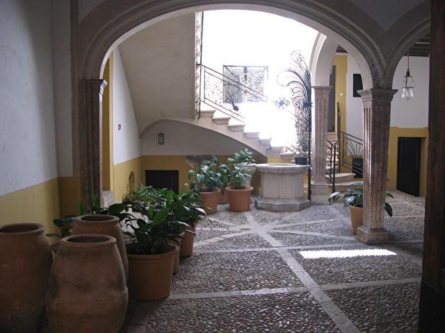 Palma de Mallorca - типичный майоркинский дворик