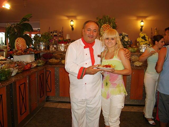 CLUB ARMONIA HOLIDAY VILLAGE, Турция, это я в столовой с моим любимым шеф-поваром!!!