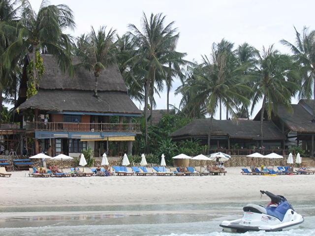 CHAWENG CABANA, вид с моря на приотельный пляж