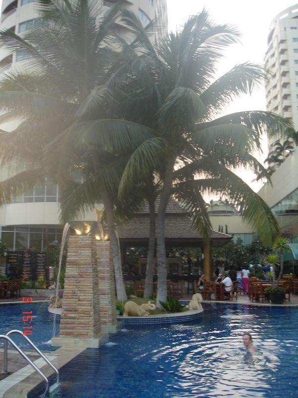 бассейн на 11-м этаже PRINCE PALACE, Таиланд