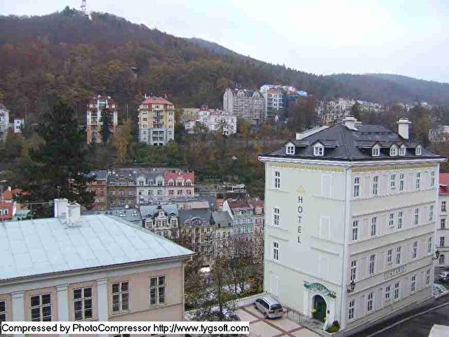 Вид из номера на историческую часть города, внизу видно Теплу и Млынскую коллонаду))
