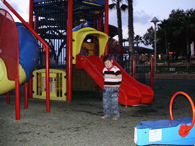 RESIDENCE, Израиль детская площадка внизу отеля