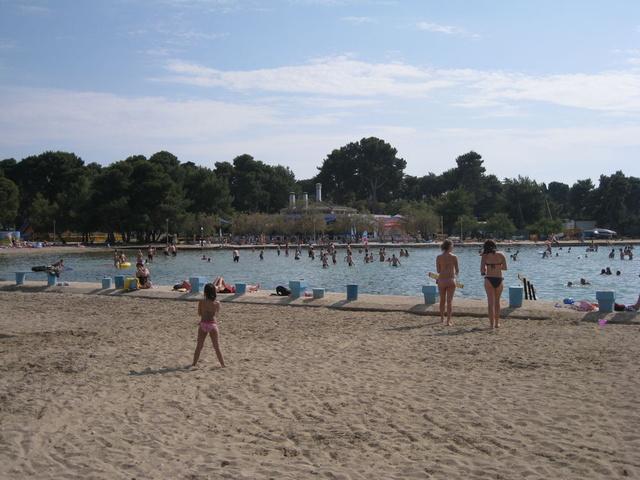 Пляж перед отелем