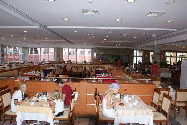 Ресторан, большой зал