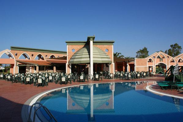 Ресторан около главного бассейна