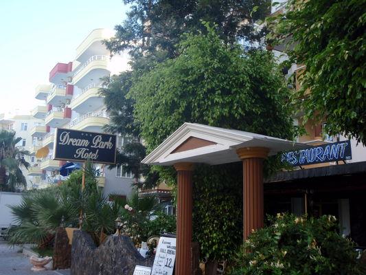 dream-park-вход в отель