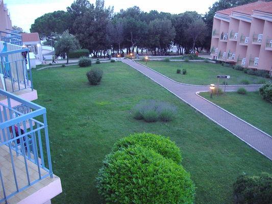 Вид с балкона на территорию