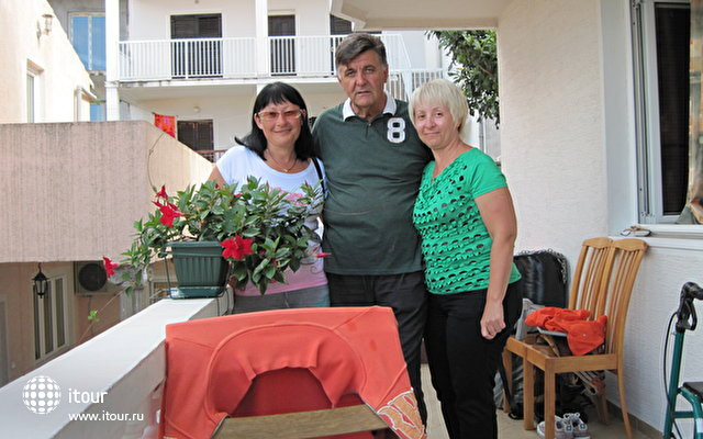 А это мы с Милованом - он и его жена Славица - хозяева виллы