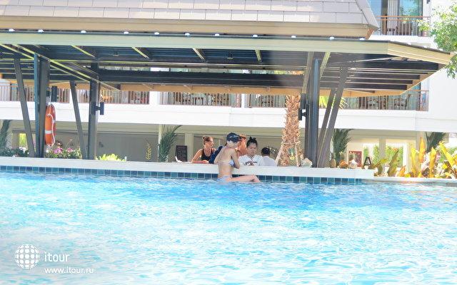 бассейн возле детского
