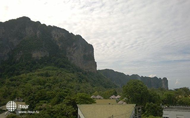 Вид из окна на гору