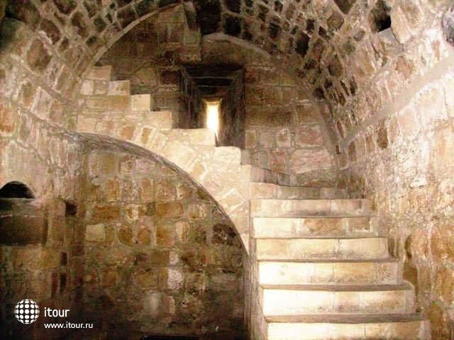 Замок — укрепленное жилище феодала, характерная примета средневековья.