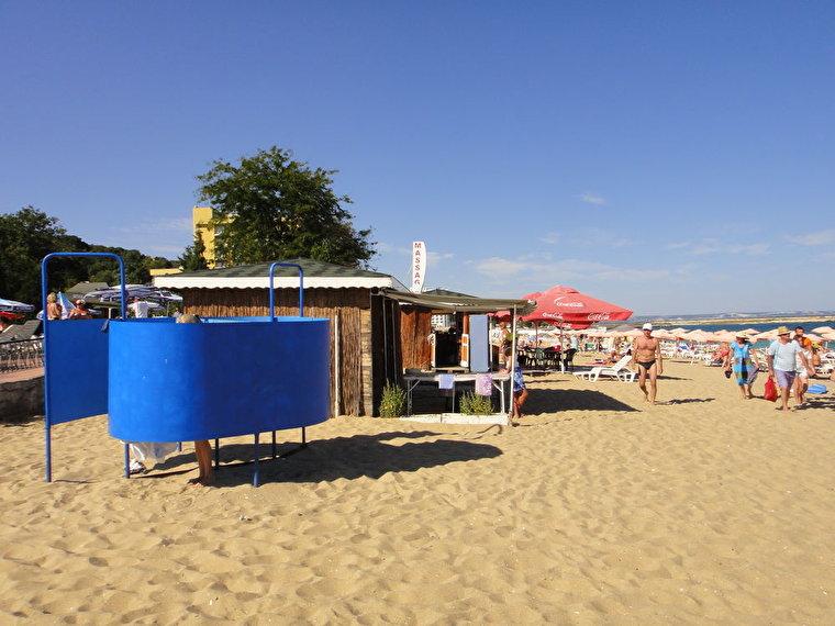 0. Раздевалка и массаж на пляже. 10 сентября 2012. Отлично.