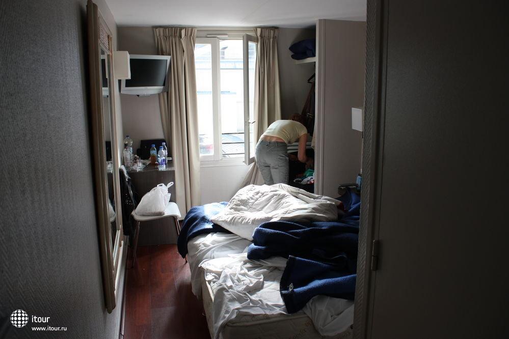 такие там номера тесные, кровати неудобные для
