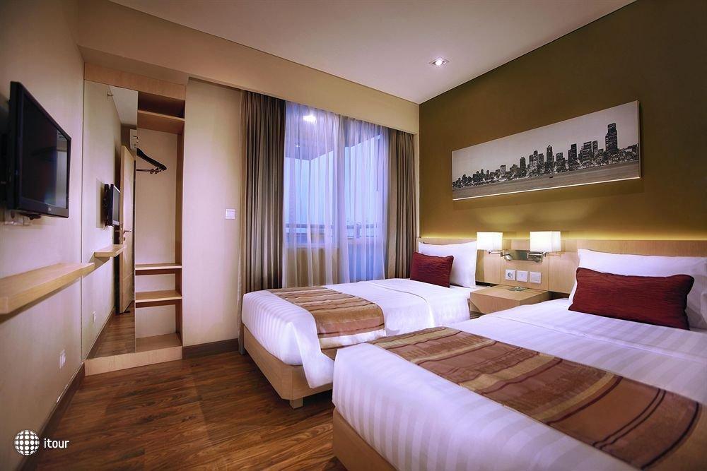 Grand Whiz Hotel Kelapa Gading 8
