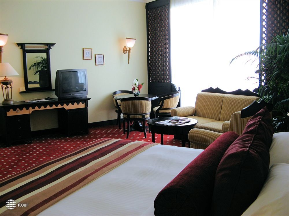 Airport Hotel 6