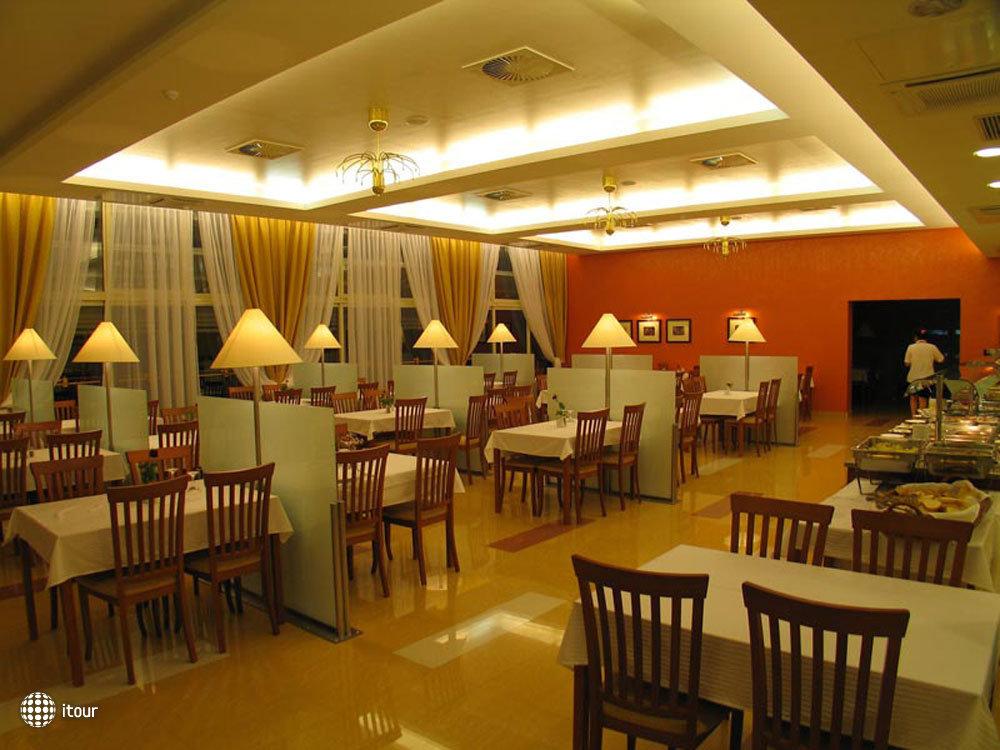 Hotel Feral 2