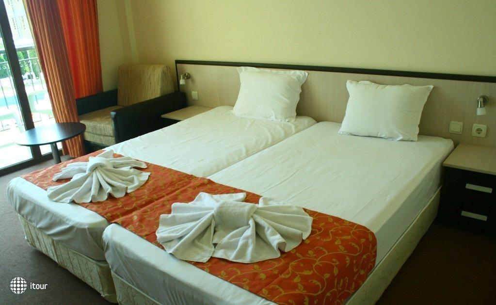 Julia Hotel 8