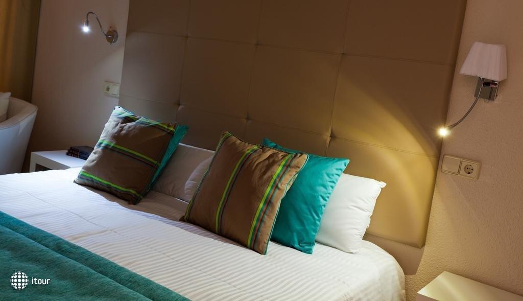 Fergus Style Cala Blanca Suites 4