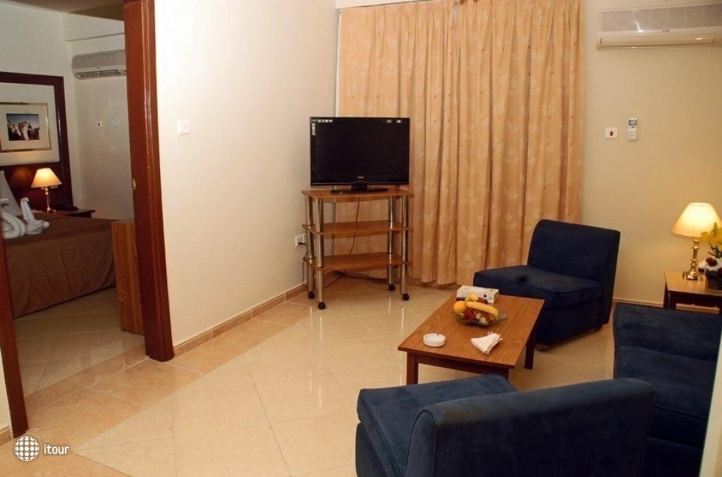 Aqua Vista Hotel & Suites 9