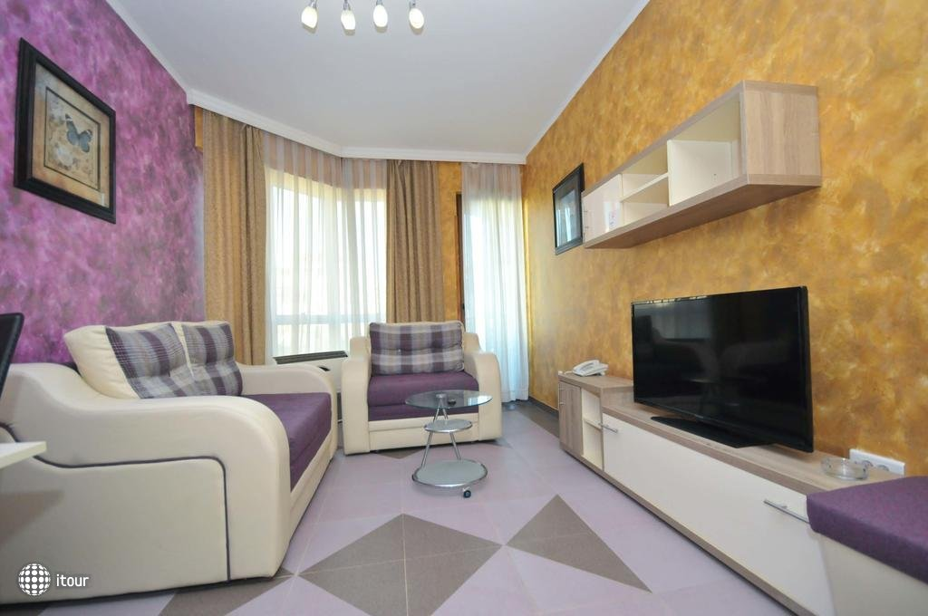 Lux M Villa  2