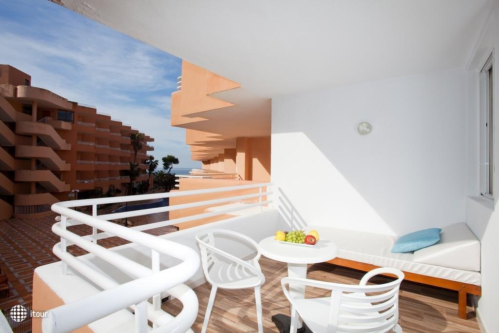 Fergus Style Cala Blanca Suites 2