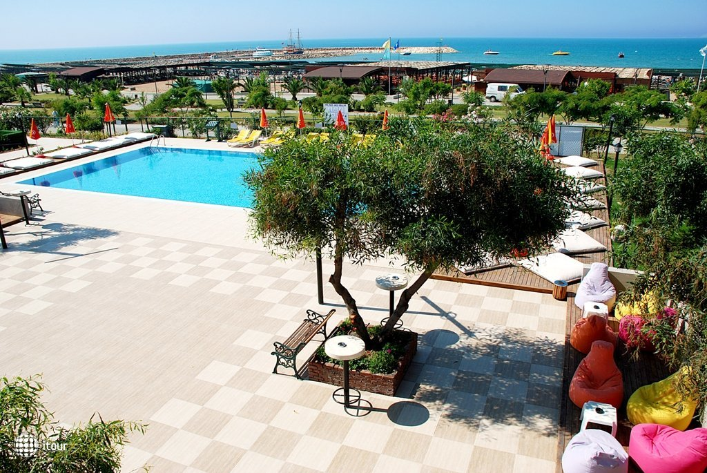 Monachus Hotel Park & Spa 8