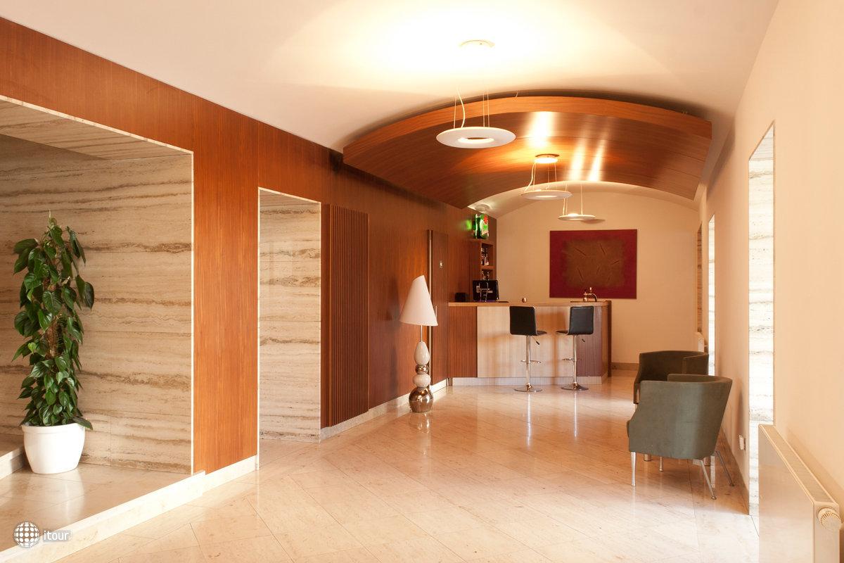 Popelka Hotel 8
