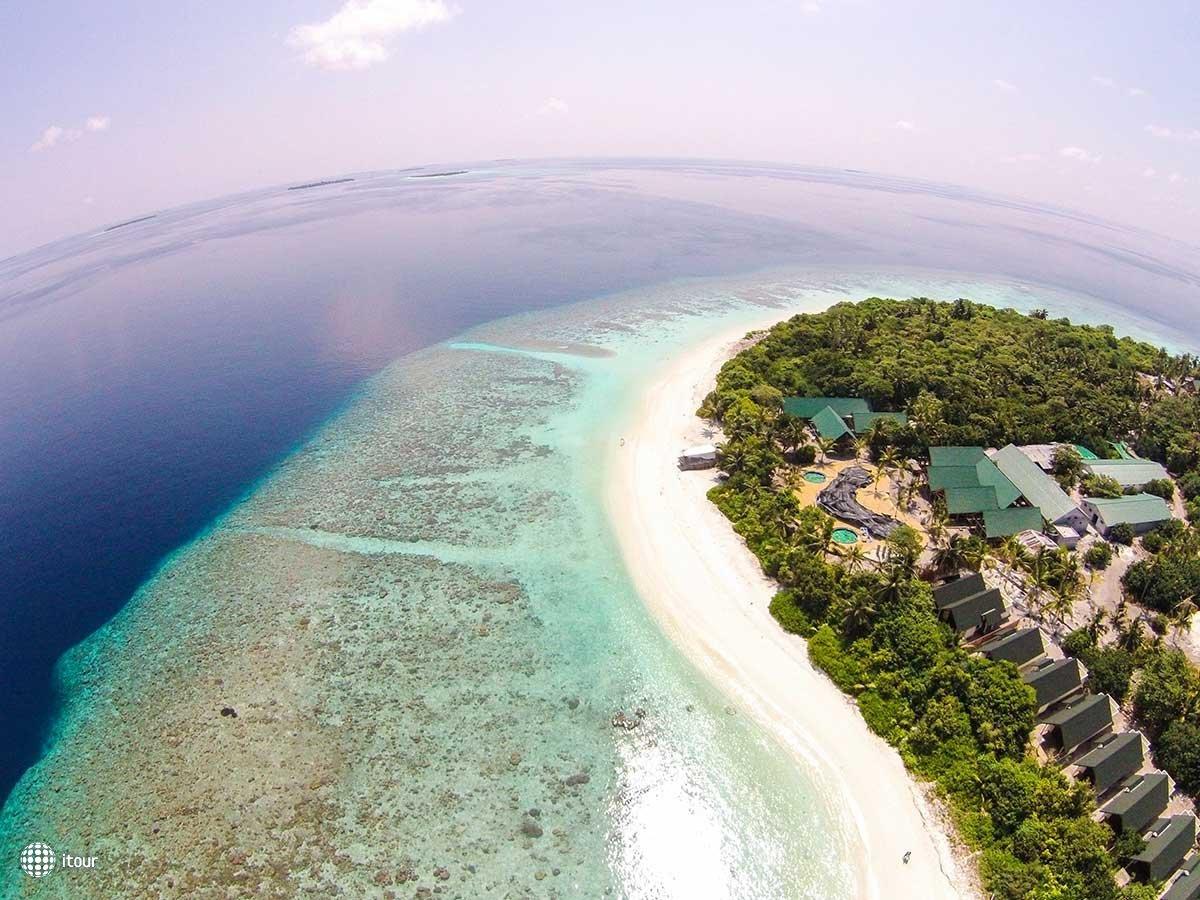 Furaveri Island Resort & Spa 1