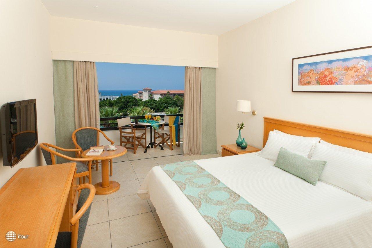 Avanti Hotel 10