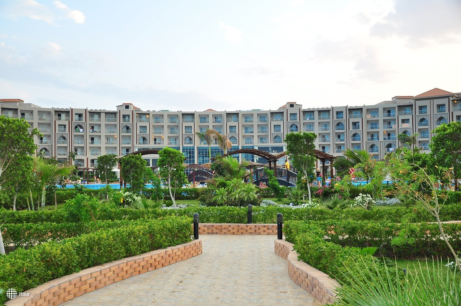 Mirage Aqua Park And Spa 8