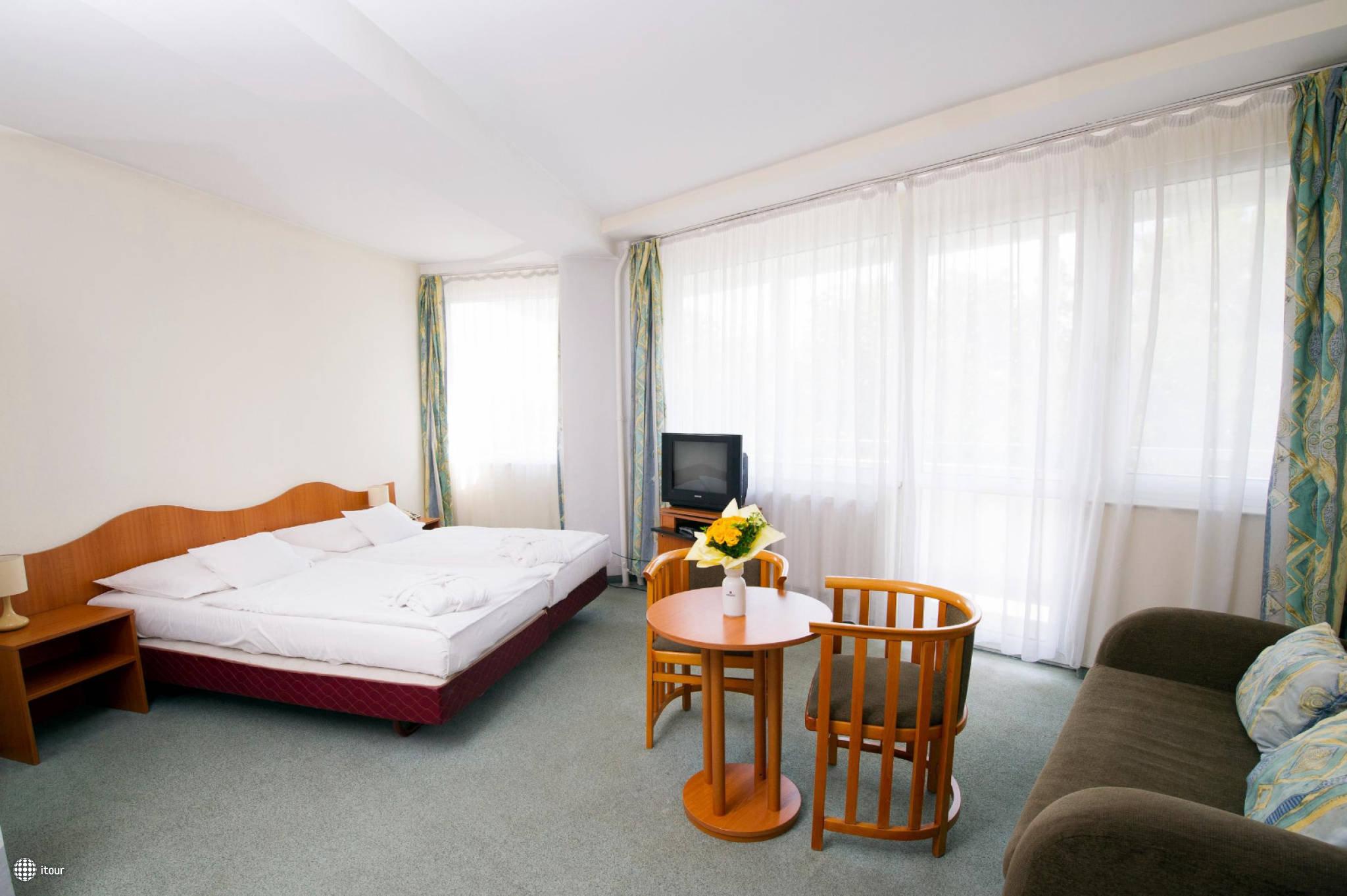 Hunguest Hotel Nagyerdo 9