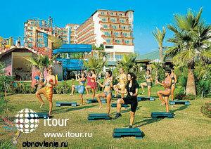 Фото отеля Holiday Park Resort Hotel