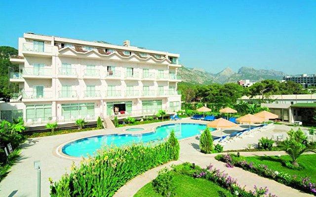 La Perla Resort 1