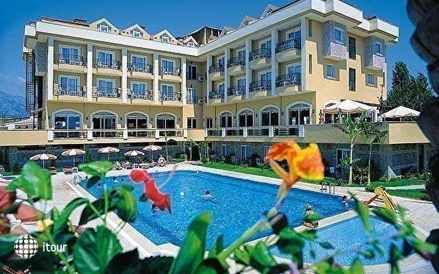Monaco Beach Hotel & Spa 1