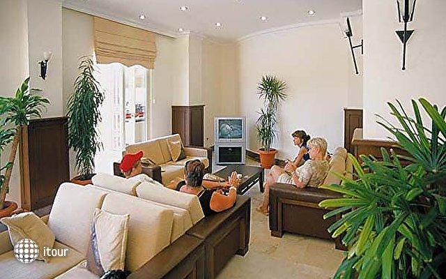 Monaco Beach Hotel & Spa 8