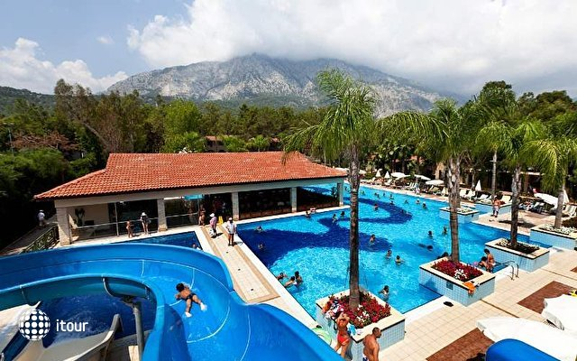 Club Champion Holiday Village 7