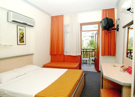 Rose Hotel 4