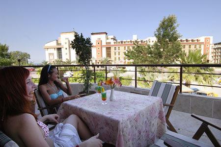Rose Hotel 8