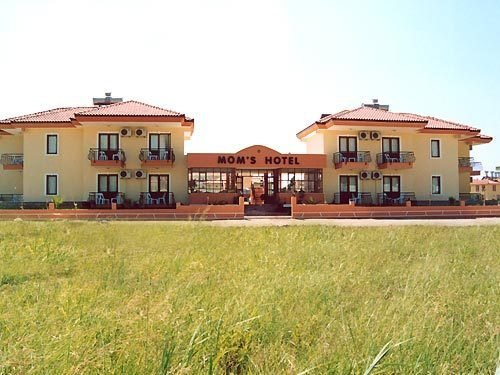 Mom's Hotel 2